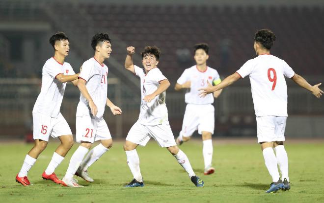 """Video highlight trận U19 Việt Nam - U19 Mông Cổ: Siêu phẩm """"mở khóa"""", vỡ òa tiệc muộn - 1"""