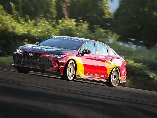 Toyota Avalon TRD Pro Concept trình làn, nhanh hơn cả Porsche 911 Carrera hay Audi R8