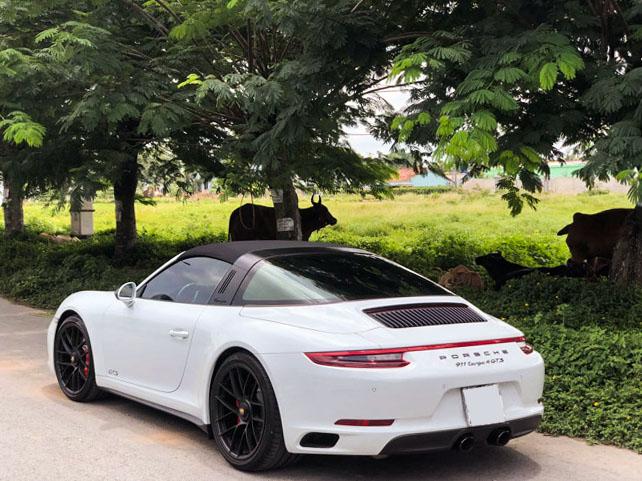 Soi hàng độc nhất Porsche 911 Targa 4 GTS tại TP.HCM - 9