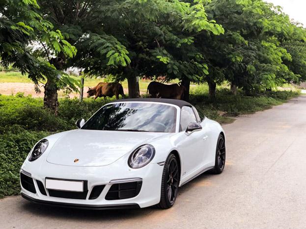 Soi hàng độc nhất Porsche 911 Targa 4 GTS tại TP.HCM - 15