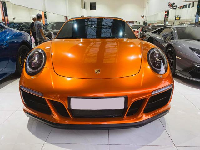 Soi hàng độc nhất Porsche 911 Targa 4 GTS tại TP.HCM - 2