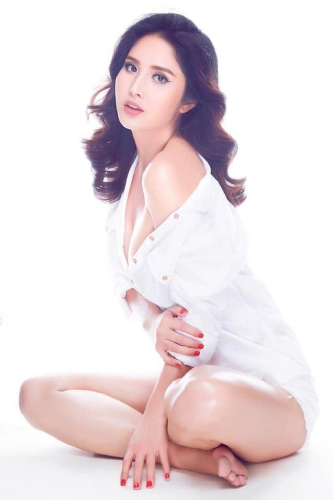 Nếu như Phan Thanh Bình là cầu thủ xuất sắc của đội tuyển Quốc gia Việt Nam thì Thảo Trang là người mẫu được yêu mến với vẻ đẹp nóng bỏng, cuốn hút. Sở hữu chiều cao ấn tượng 1m73, Thảo Trang theo đuổi phong cách sexy. Nữ người mẫu cũng chia sẻ từng phẫu thuật ngực để tự tin hơn về ngoại hình.