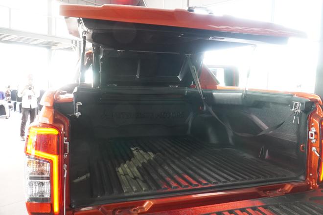 Cận cảnh Mitsubishi Triton bản full option, giá bán 865 triệu đồng - 16