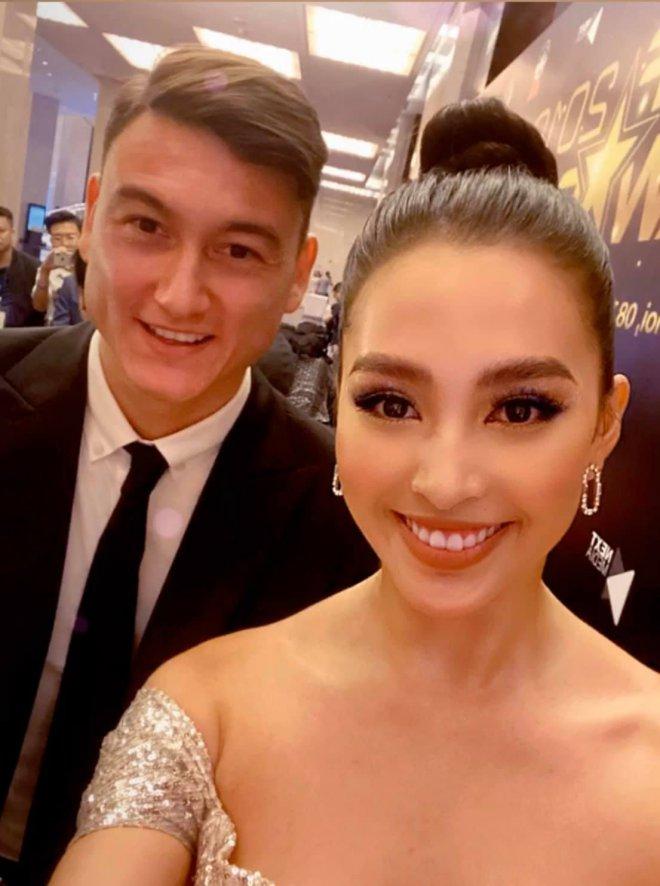 Thủ môn Đặng Văn Lâm tình tứ bên hoa hậu Tiểu Vy, fan phản ứng bất ngờ - 1