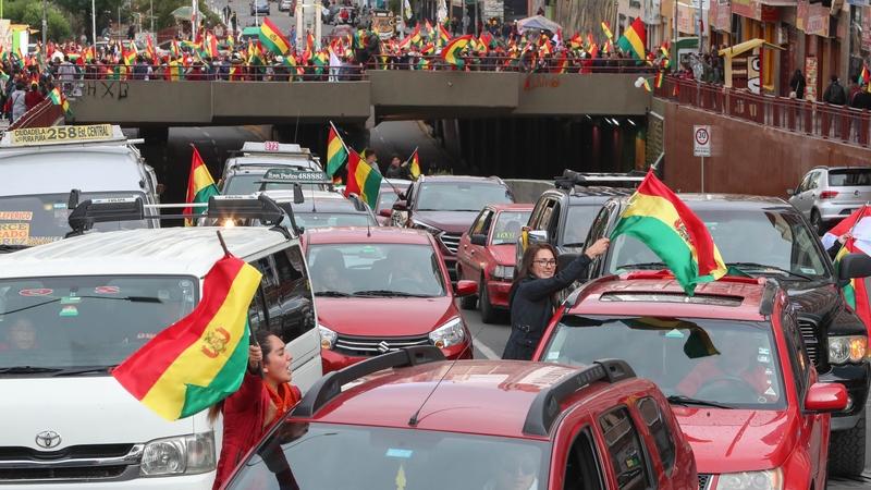 Bolivia: Biểu tình biến thành bạo loạn, quân đội gây sức ép khiến tổng thống từ chức - 1