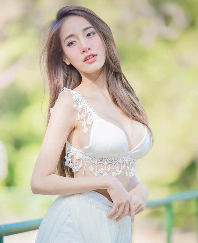 Pichana Yoosuk là người mẫu nội y nổi tiếng ở xứ sở chùa vàng.