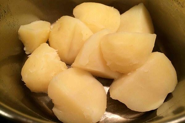 """Mẹ đảm chia sẻ công thức làm khoai tây bi giòn """"chinh phục"""" cả những bé khó ăn nhất - 1"""
