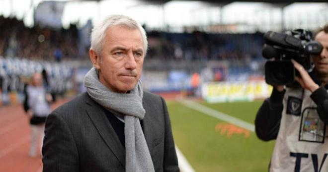 """ĐT UAE đấu ĐT Việt Nam: Nguy cơ bị sa thải, """"phù thủy"""" Hà Lan đối phó thế nào? - 1"""