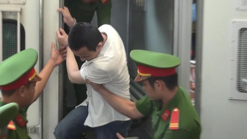 Bắt đầu xét xử hung thủ gây ra vụ thảm sát tại Bình Dương - 1