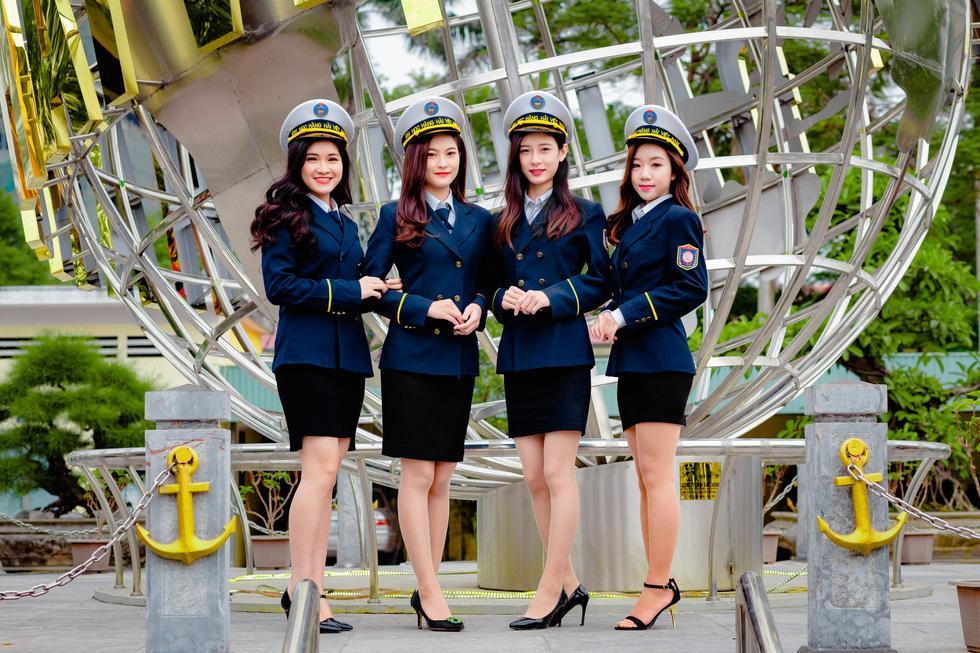 Chiêm ngưỡng vẻ đẹp lịch lãm, mê hoặc của bộ đồng phục đẹp nhất Việt Nam - 1