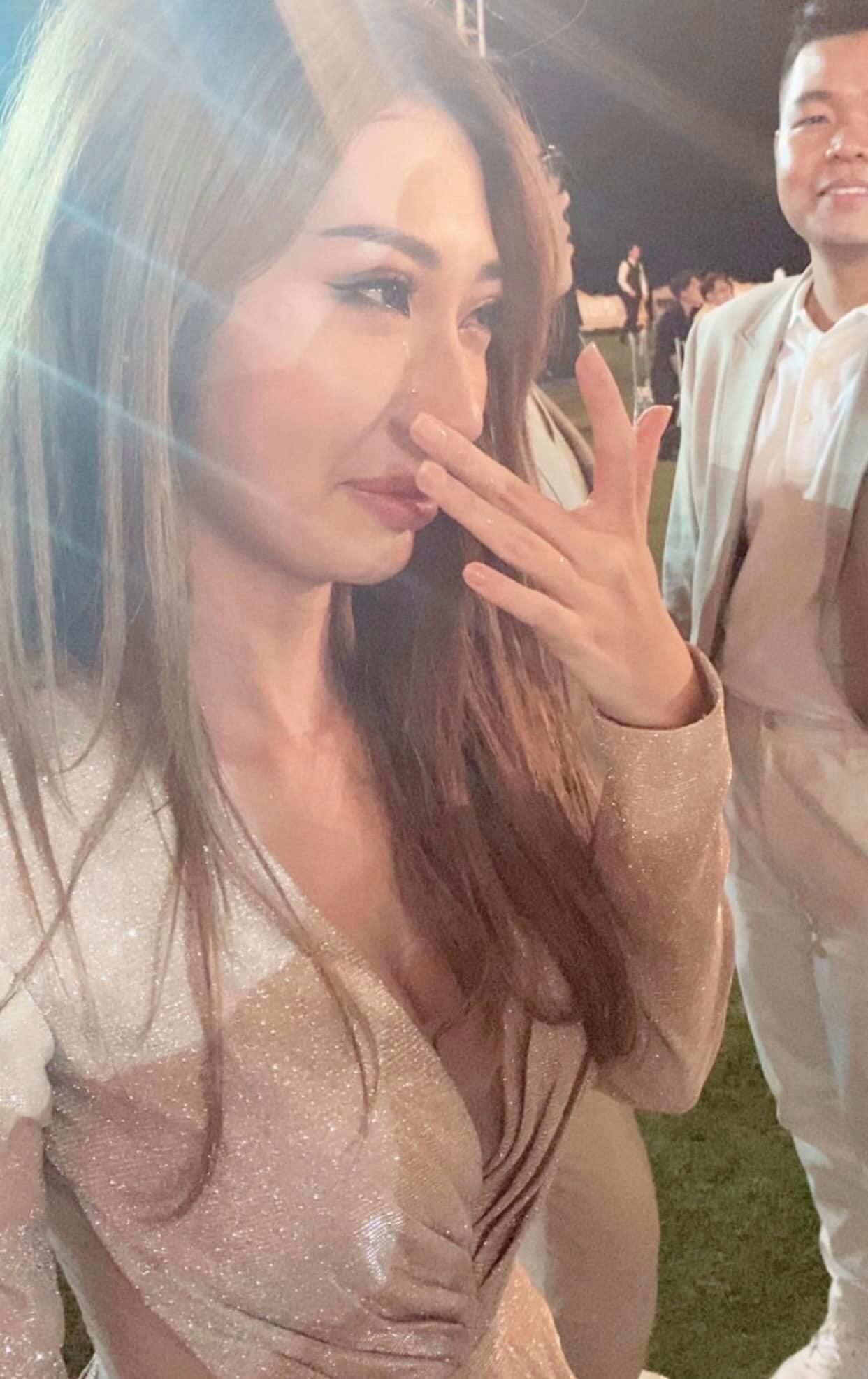 Chạm mặt Ngô Kiến Huy, Khổng Tú Quỳnh khóc sướt mướt trong đám cưới Đông Nhi - 1