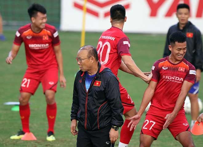 ĐT Việt Nam đón tin vui đấu UAE, thầy Park vẫn đăm chiêu điều gì? - 1