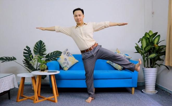 Thử thách 'đứng một chân' thu hút quý ông tuổi 40 kiểm tra nguy cơ đột quỵ - 1
