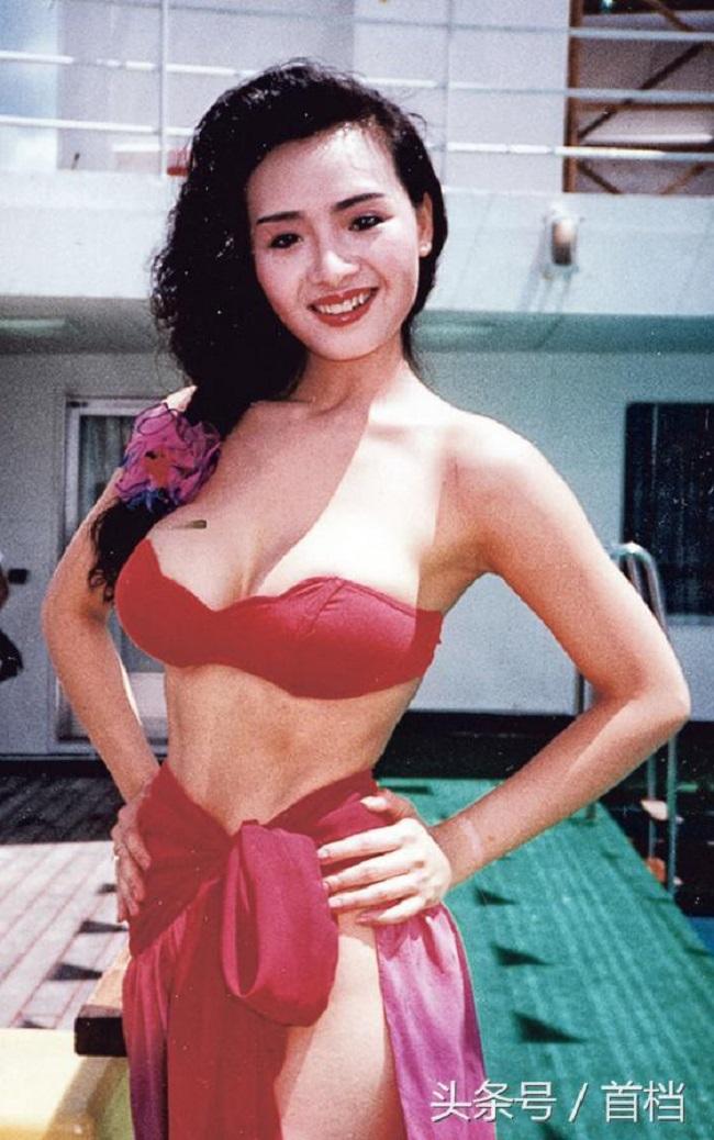 """Thập niên 90 là """"kỷ nguyên vàng"""" của phim 18+ Hong Kong với hàng loạt biểu tượng gợi cảm như Ông Hồng, Thư Kỳ... Đặc biệt, """"nữ thần phim 18+"""" Diệp Tử My là cái tên tiêu biểu khiến hàng triệu trái tim nam giới """"mất ăn mất ngủ"""" vì vẻ đẹp gợi cảm."""