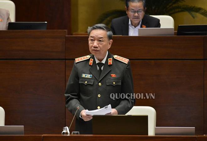Bộ trưởng Bộ Công an chia sẻ những phút giây sinh tử khi chữa cháy tàu chở dầu ở Hải Phòng - 1