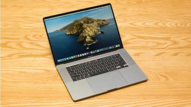 MacBook Pro 16 inch được ra mắt để thay thế hoàn toàn cho MacBook Pro 15 inch mà Apple cũng vừa khai tử, với mức giá khởi điểm từ 2.399 USD (55,7 triệu đồng).