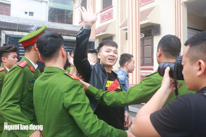 """Thiếu tướng Nguyễn Hữu Cầu lên tiếng về hiện tượng Khá """"Bảnh"""" sau phiên tòa - 1"""