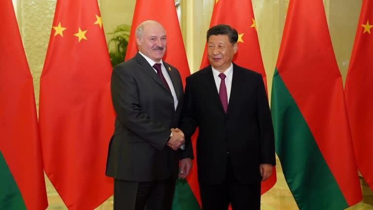 Đồng minh thân cận của Nga nhận 500 triệu USD, ngả về phía Trung Quốc? - 1