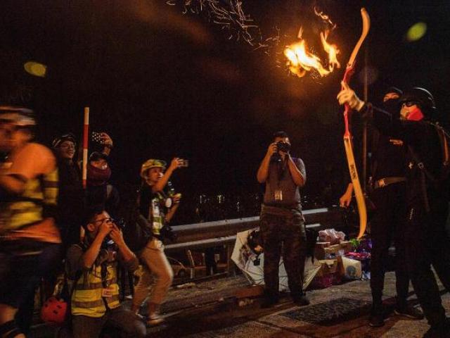 Truyền thông TQ cảnh báo rắn chưa từng có với người biểu tình Hong Kong