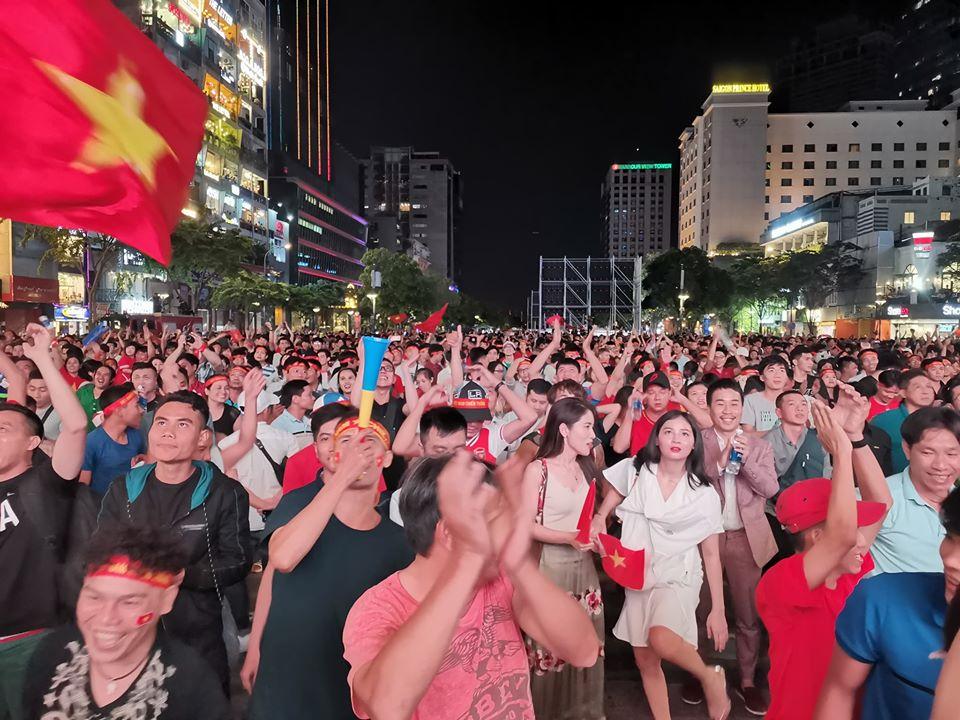 Việt Nam - UAE: Lịch sử tái hiện, triệu fan vỡ oà cùng giấc mơ World Cup - 1