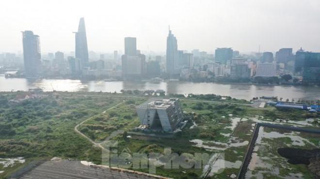 Cận cảnh tòa nhà triển lãm 800 tỷ xây dựng dang dở ở Thủ Thiêm - 1