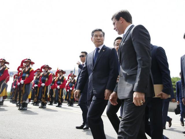 Nhiều người 'ngã ngửa' vì ông Trump đòi Hàn Quốc trả mức phí 'cắt cổ'
