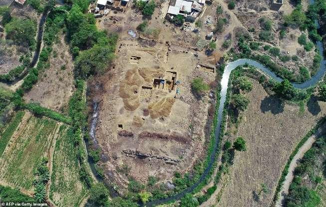 Phát hiện ngôi đền đá khối cực hiếm 3.000 năm tuổi tại Peru - 1