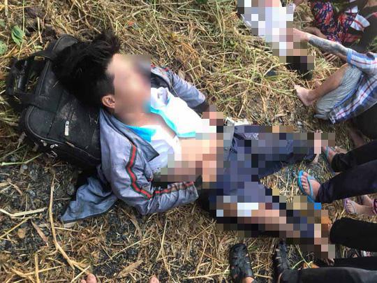Trên đường đến trường, 2 nam sinh và 2 phụ huynh bị xe tải tông nguy kịch - 1