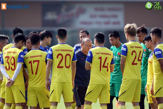 """Quên UAE, thầy Park cho ĐT Việt Nam """"luyện công"""" giữa trưa chờ đấu Thái Lan - 1"""