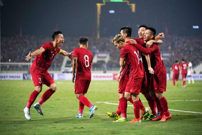 """ĐT Việt Nam hạ UAE """"công phá"""" bảng xếp hạng FIFA: Cao thứ nhì lịch sử, áp sát top 90 - 1"""
