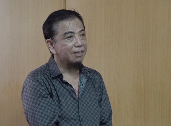 Ngày 8/11 vừa qua, Tòa án Nhân dân TP/HCM vừa mở phiên xét xử sơ thẩm bị cáo Cao Hồng Tơ về tội danh đánh bạc. Tại tòa, bị cáo Tơ cho biết nguyên nhân tham gia đánh bài là vì kinh doanh quán cà phê ế ẩm, buồn chán nên gọi điện rủ bạn bè.