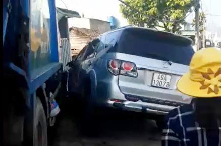 Đạp nhầm chân ga lúc sửa chữa, xe chở rác gây tai nạn liên hoàn trên Quốc lộ 20 - 1