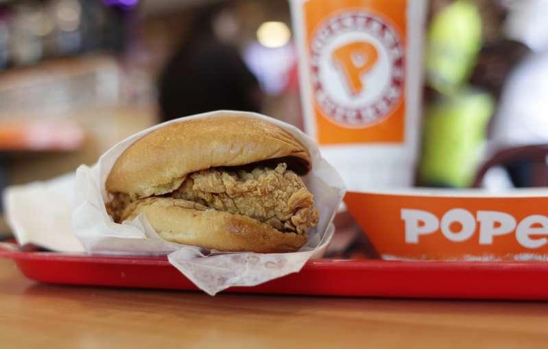 Bị đâm chết chỉ vì miếng bánh sandwich gà - 1