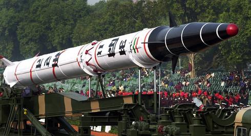 """Tên lửa vừa được Ấn Độ phóng thử trong đêm """"khủng khiếp"""" cỡ nào? - 1"""