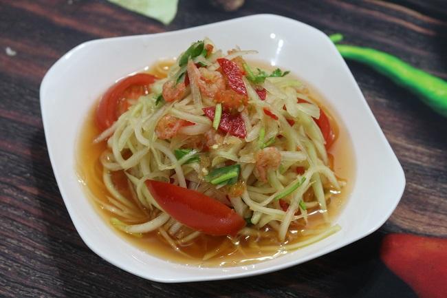 Giá thịt lợn tăng chóng mặt, vợ đảm trổ tài ngay món gỏi đu đủ Thái Lan đãi cả nhà - 6