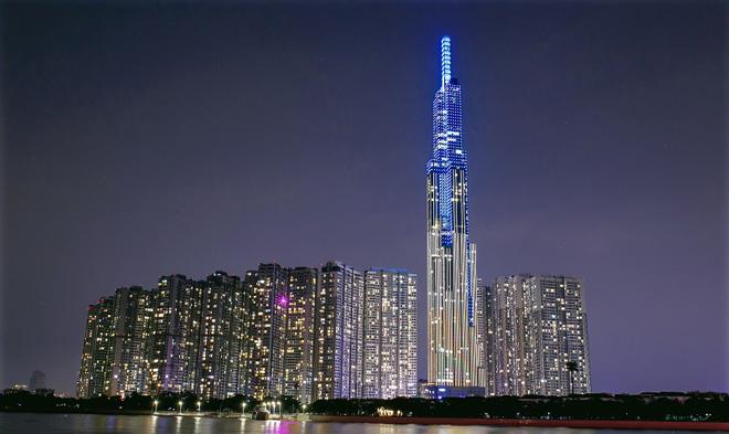 """""""Nụ cười Việt Nam"""" toả sáng trên tháp Landmark 81 truyền đi thông điệp hòa bình - 1"""