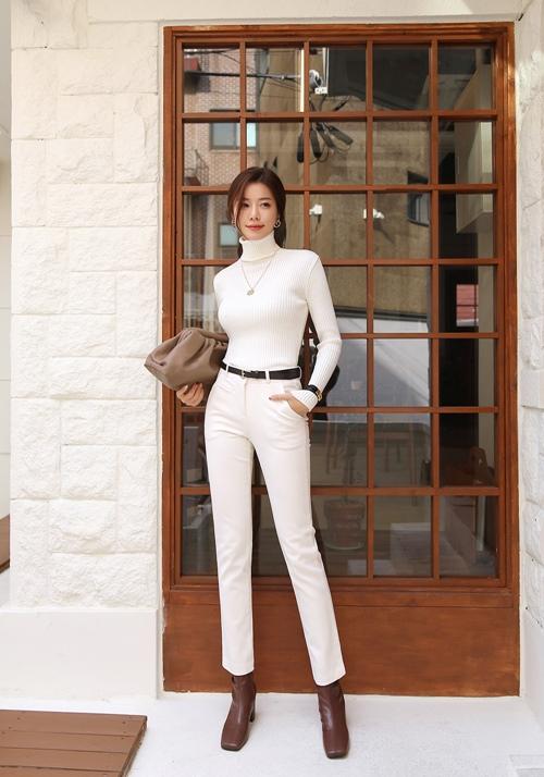 Công thức mix quần trắng hoàn hảo cho nữ công sở - 1