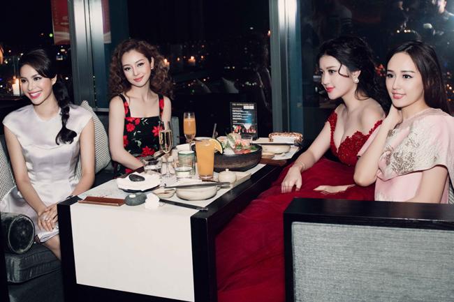4 mỹ nhân cùng ngồi một bàn tiệc, ai mới là số 1? Thật khó chọn lựa.