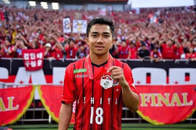 """Nhiều tờ báo của Thái Lan mới đây đưa tin đội Cảng Thượng Hải của Trung Quốc đã quan tâmđến Chanathip Songkrasin - Messi Thái Lan và sẵn sàng trả mức lương """"khủng"""" để chiêu mộ."""