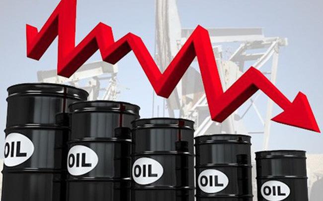 Giá xăng dầu giảm mạnh do lo ngại dư thừa nguồn cung - 1