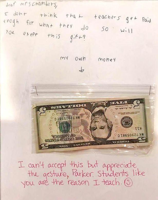 Giáo viên sững sờ vì món quà đầy ý nghĩa của cậu học trò nhỏ - 1