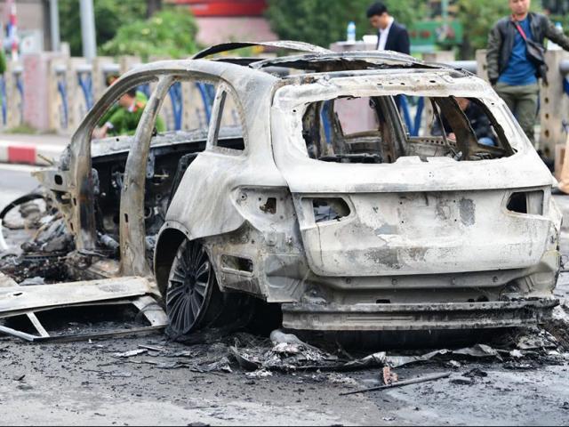Nữ tài xế Mercedes gây tai nạn khiến 1 người tử vong, xế hộp bốc cháy là ai?