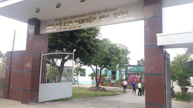 NÓNG: Hàng trăm học viên cai nghiện bỏ trốn, cướp xe của người dân - 1