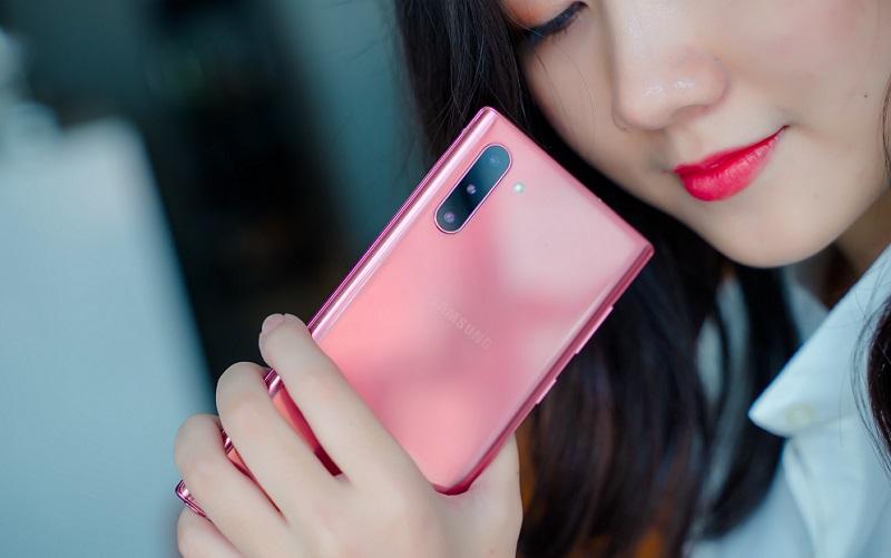 """5 smartphone nữ tính vừa đẹp vừa sang lại vừa """"hợp ví"""" - 1"""