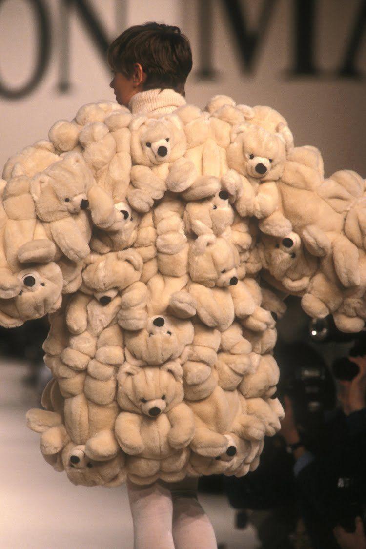 21 năm qua: Gấu bông đồ chơi vẫn ám ảnh làng mốt đương đại - 1