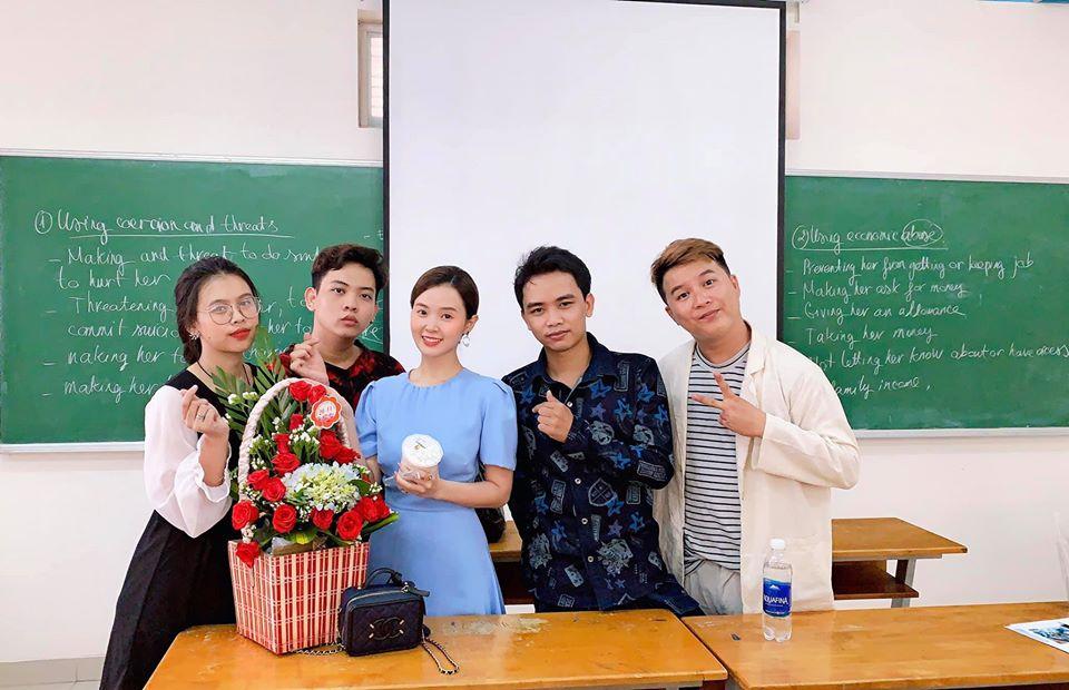 2 tình cũ của thiếu gia Phan Thành cùng nhận được quà đặc biệt trong 1 ngày - 1