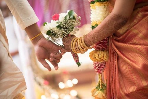 Đến đám cưới tập thể để hóng, vợ choáng váng phát hiện chồng là chú rể - 1