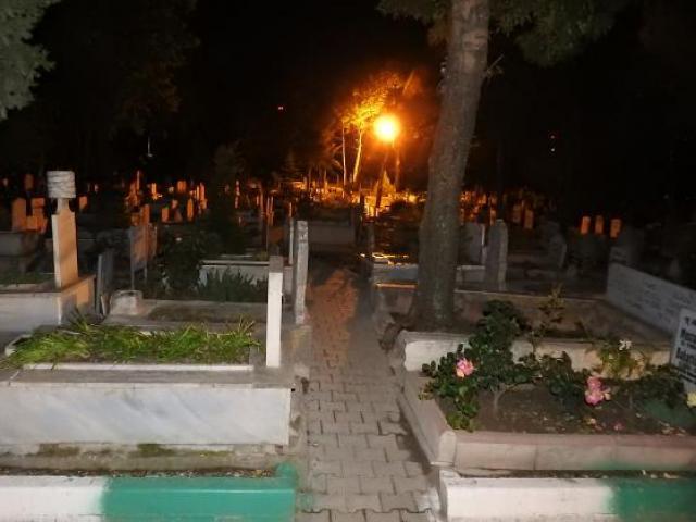 Chấn động vụ sát hại con gái nữ diễn viên nổi tiếng: Chiếc hộp trong nghĩa trang