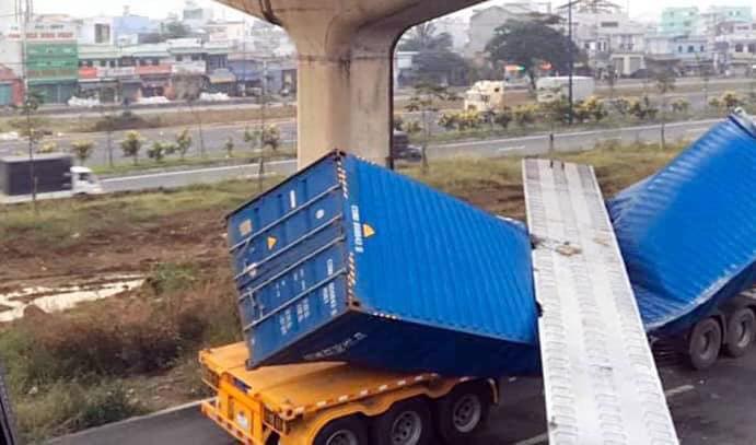 Vụ xe container kéo sập dầm cầu ở Sài Gòn: Sở GTVT chia sẻ thông tin không thể ngờ - 1