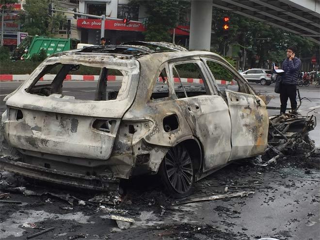 Vụ xe Mercedes đâm liên hoàn: Người thân bàng hoàng khi nghe tin nạn nhân tử vong - 1
